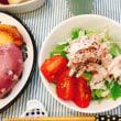 ベーグルと ささみのペッパーサラダの朝ごはん