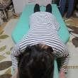 右腰周辺が窪み、左側のお尻~太腿横・ふくらはぎ外側が痛い