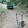 砂利敷きとプレートコンパクター