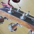 アコースティックギターの弦の張替え