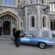 英王子は披露宴にジャガーのクラシックな電気自動車「Eタイプゼロ」で登場!