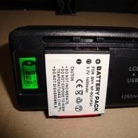 カメラ、付属の充電器