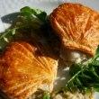 帆立貝のパイ仕立て フォンデュードポワロー(ポロ葱ソース)