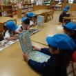 小学校、図書室に行きました(もも組)