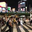 新宿の交差点に小さな月