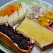 朝食づくり 自家製ブルーベリージャムだ!