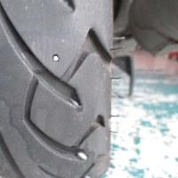 タイヤのパンクを発見する方法
