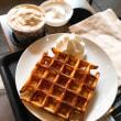 今日のおやつ/アメリカンワッフル&コーヒークリームラテ