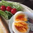 9/20(水)朝食(食パン、サラダ、玉子、コーヒー)。Camera(iPhone 6 Plus)。