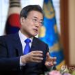プーチン大統領と首脳会談する文大統領は「朝鮮半島の平和体制が構築されれば、韓国とロシアの協力に北が参加でき、そうなれば北の経済や国家発展にも大きく役立つ」との考えを示した。