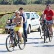 リゾート地ボドゥルムでサウディの王子がサイクリング