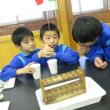 11月14日(火)実験に熱中する4年生・リズムづくりに熱中する2年生
