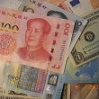 ドル安の背景