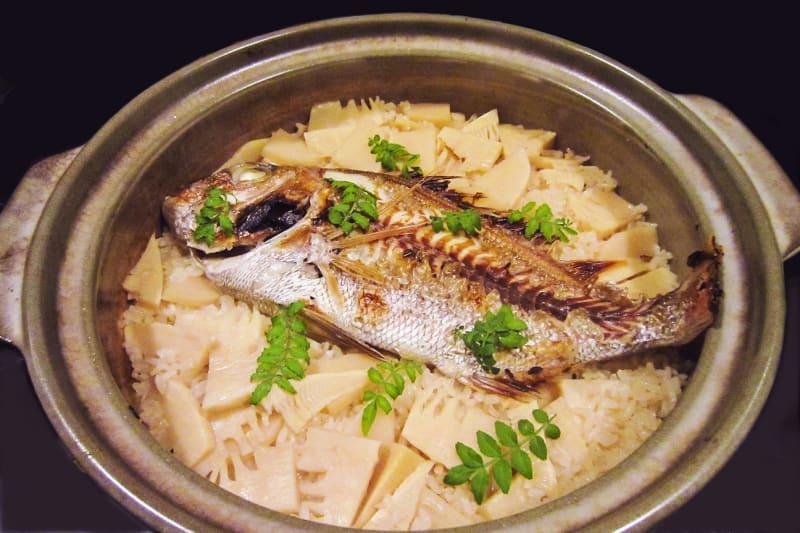 タケノコ鯛めし・・・土鍋炊きは「もてなし家 とっくり」。