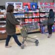 食品スーパー手押し車の活用