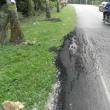 道路の穴ぼこ。成型&整形写真。そしてマレーシア人の温かい作品。