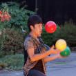 カラフルなボールジャグリング・・・