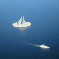 ポッカリと…風の塔、川崎人工島