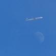 北の空に浮かぶ月