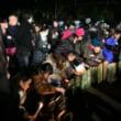 阪神大震災24年、追悼の祈り 「つなぐ」竹灯籠に灯火