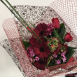 赤いバラ、チューリップなどで花束、浜松講師会。