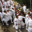<須佐神社・千田祭> 組太鼓が響く中、荒々しく神輿渡御