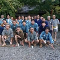 東山の「粟田神社」の「神幸祭」。まずは剣鉾が氏子町を清めます。