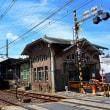 諏訪ノ森駅を通過する特急ラピート