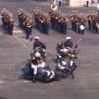 仏革命記念日パレードで