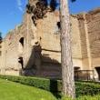 ローマとナポリを自力で巡っています。