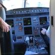 旅客機のコックピットをパシャ