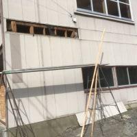 台風の影響で補修する壁 茨城取手