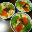 イクラたっぷりのせサラダ巻きと海鮮ちらし寿司☆