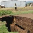 ケニア「大地溝帯」新たな地割れ2km拡大!16世帯がのみこまれる(動画)