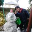 🎵 時ならぬ名張の雪を喜びて、 父子が作りし雪だるまかな