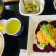 6月24日の日替り定食(550)は、白身魚のピカタ、ブルーベリーのソース です。