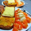 今日も定番の朝食を作った 霧雨の中、果実・野菜と無言の会話?