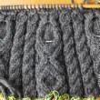 年越し編み物、減目中。
