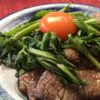 【簡単!「卵黄のせて✨春菊と牛肉の炒め」】