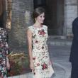 キャサリン妃越え?スペインのレティシア王妃、マヨルカ島のファッションで賞賛の声