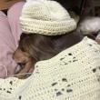 寒い日は編み物がはかどる