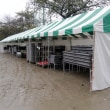 市民まつり、雨で屋外ステージは中止に…、