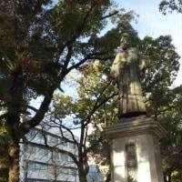 めっちゃ寒い朝の稲葉三右衛門像
