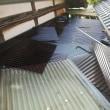 駄屋と家の間に有るポリカの屋根を張り替えました