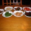仁寺洞の裏路地を入ったところにある、「인사동큰집(インサドン クンジプ)」 ……    昼食特選は、5,000ウォンくらいから食べられます