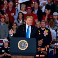 米中間選挙はトランプの事実上の勝利 大統領再選の可能性が現実味を帯びた ザ・リバティWeb トランプ氏が勝ちたかった上院と州知事選では、共和党が優勢となった
