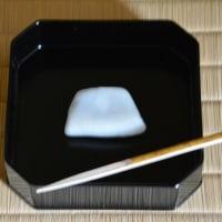 菓子は袴腰餅で御所籠を使い色紙点を