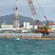カーチーベーの吹く海で進められる護岸工事