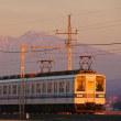 早朝、紅く染まる赤城山と東武電車!!
