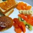 定番の朝食づくり 自家製の「不知火」を添えた!